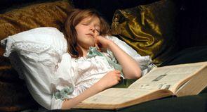 Cent ans de sommeil : des limbes de l'enfance au début de la vie