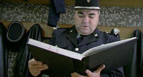 """Raymond Depardon : """"J'ai filmé des policiers un peu racistes, infantiles et impuissants"""""""